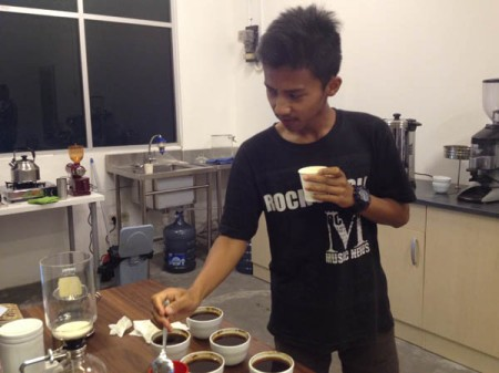 16-yo Ilham looks like a professional Q Grader as he is learning about Cupping.
